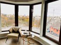 möbliertes Penthouse mit Blick auf