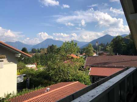 Gehobener Wohnkomfort in attraktiver, großzügiger Dachgeschoss-Wohnung in Bad Wiessee
