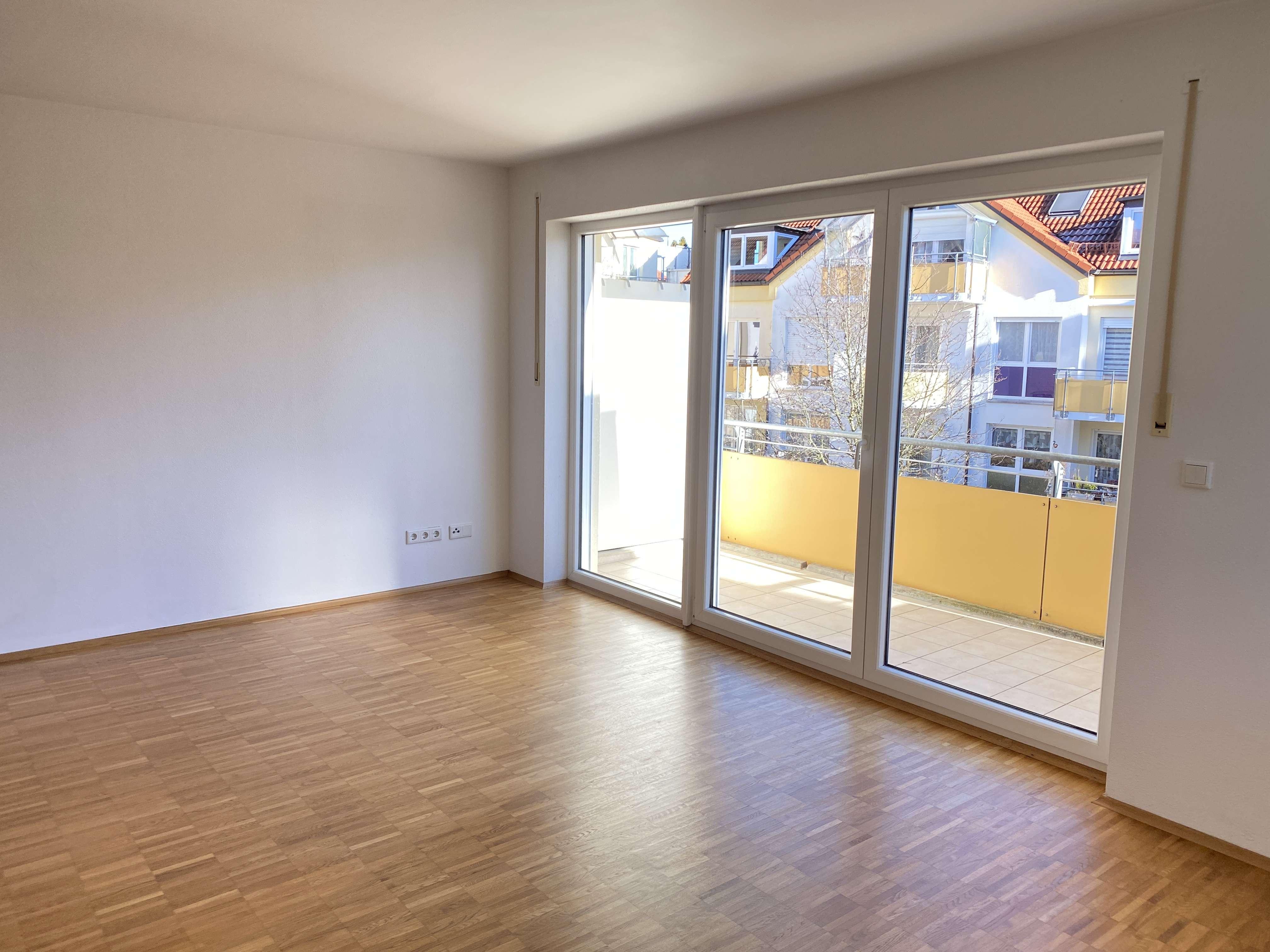Exklusive, vollständig renovierte 2,5-Zimmer-Wohnung mit Balkon und Einbauküche in Markt Schwaben in