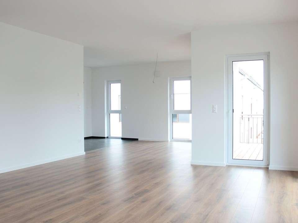 DREGER: Großzügige Wohnung mit Ankleide, TGL-Bad, Gäste-WC etc.! in Kahl am Main