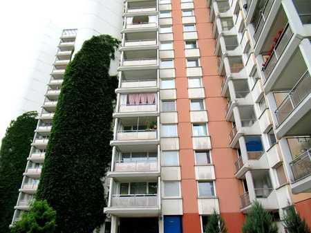 Modernisierte 3-Zimmer Wohnung mit 2 Loggia in zentraler Lage in Neuperlach! in Perlach (München)