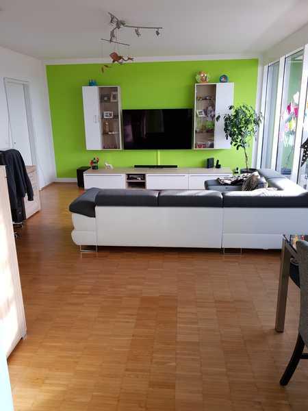*Keine Premium-Mitglied. nötig* Stilvolle, gepflegte 3-Zimmer-DG-Wohnung mit Dachterrasse und EBK in Fürstenfeldbruck (Fürstenfeldbruck)