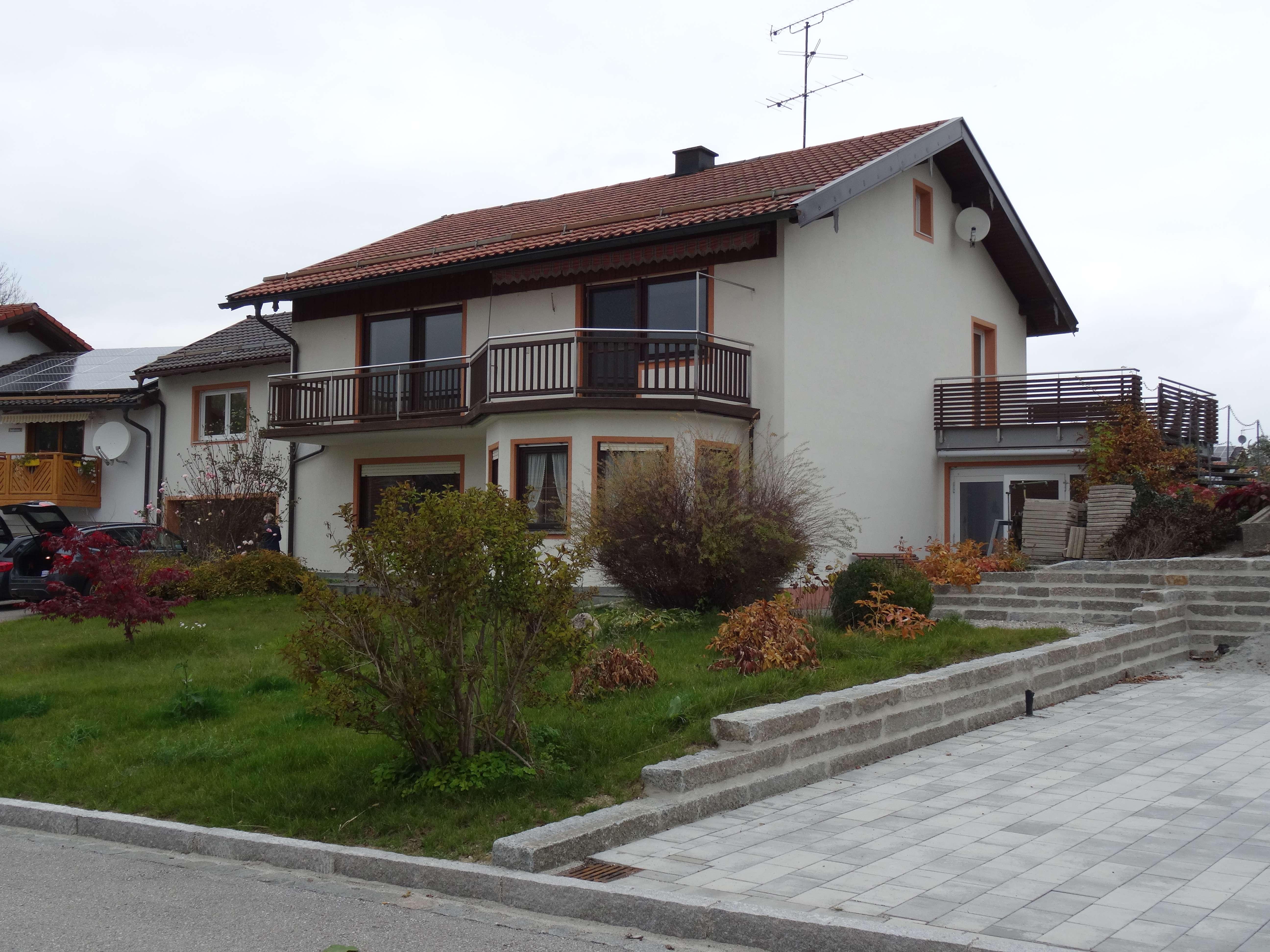 Gepflegte 6-Zimmer-Wohnung mit Balkon, Terrasse und EBK in Kammer in Traunstein