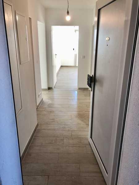 Exklusive, geräumige und sanierte 2  -Zimmer-Hochhaus-Wohnung mit Balkon in Lauf an der Pegnitz in Lauf an der Pegnitz