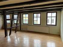 Große Maisonette-Wohnung mit Balkon und