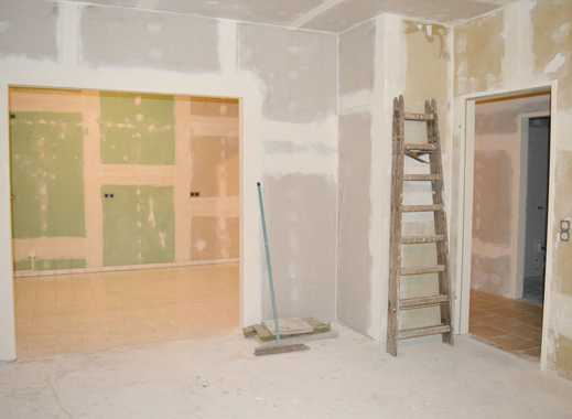 2-Raum-Wohnung_Bad mit Wanne_ Abstellkammer_Stellplatz_Wäscheplatz