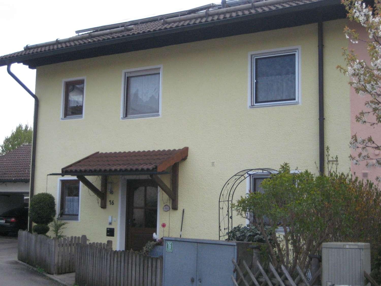 Großzügige 3,5 Zimmer Wohnung mit Balkon in 1.OG.    85643 Steinhöring. –  Teil-möblierung möglich -
