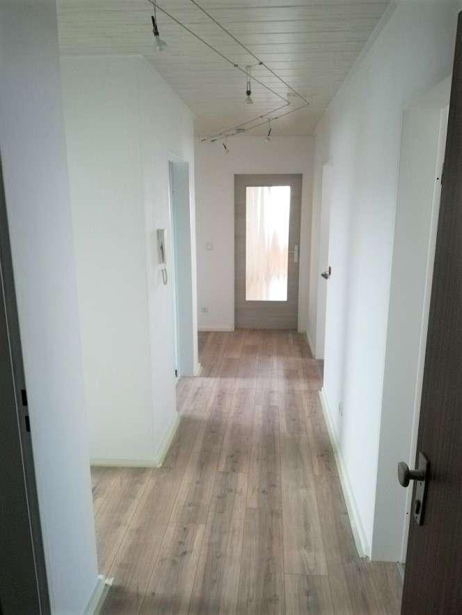Neu renovierte 3,5 Zimmer Dachgeschoss Wohnung in Tegernheim in
