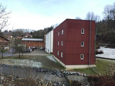 Vollständig renovierte 3-Raum-Terrassenwohnung mit Balkon und Einbauküche in Passau in Innstadt (Passau)