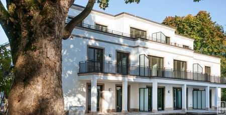 Elegante 3-Zimmer-Wohnung in Neubauanwesen - erste Reihe am Englischen Garten in Schwabing (München)