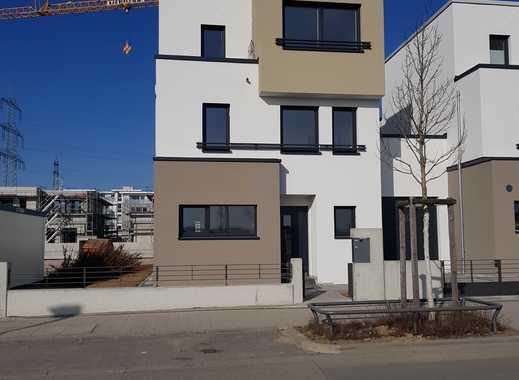 Neubau-Erstbezug: 6 Zimmern mit Küche und Balkon in Frankfurt am Main, Riedberg