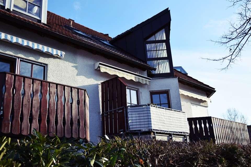 Stilvolle, moderne 2,5-Zimmer-DG-Wohnung mit neuwertiger Einbauküche in Fürstenfeldbruck