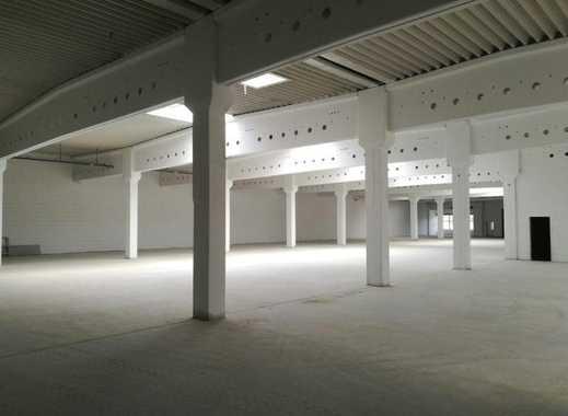Moderne Hallenfläche im Gewerbepark direkt an der A72