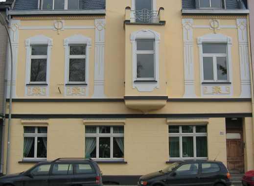 Außergewöhnliche, komplett renovierte 4 1/2 Zimmer Maisonette-Wohnung in ruhiger Lage mit Balkon