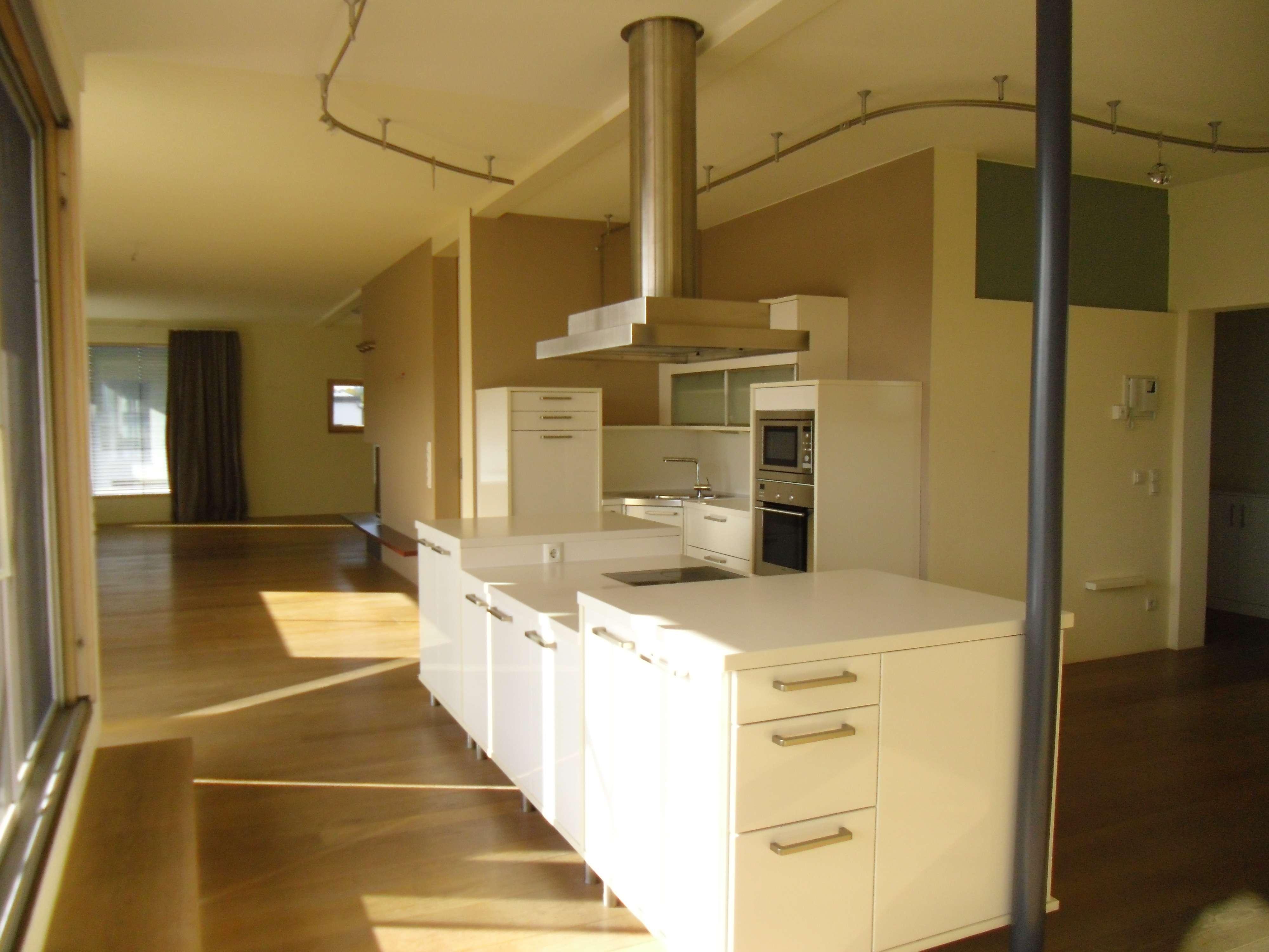 Moderne, gepflegte 3-Zimmer-Penthouse-Wohnung mit großzügiger Terrasse & Doppelgarage in