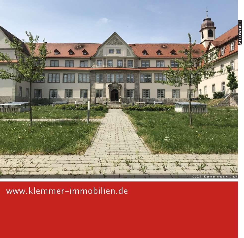 Großzügige 4-Zimmer-Komfortwohnung in historischem Ambiente