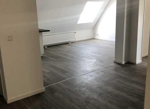 Traumhafte sanierte DG 4 Zimmer Wohnung mit Aufzug!! Einbauküche - 3 Bädern!!