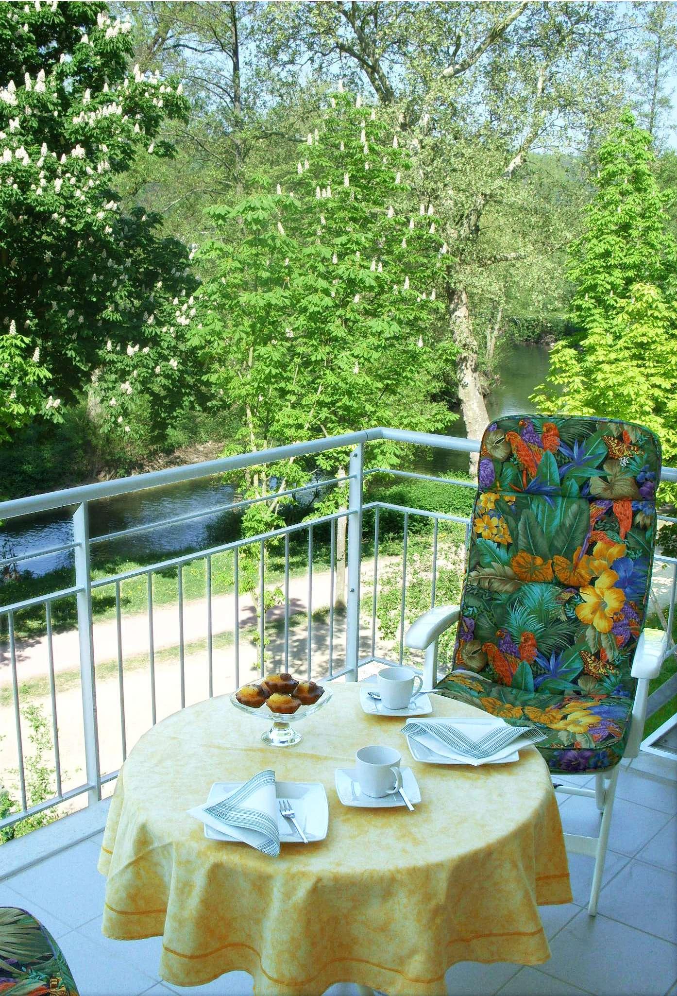 Exclusive 2-Zimmer-Wohnung an der Salinenpromenade mit Blick in das Saaletal