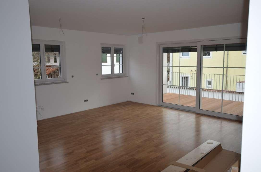 Neuwertig: Großzügige 3-Zimmer-Wohnung mit Bestausstattung in attraktivem Neubauanwesen in Höhenkirchen-Siegertsbrunn