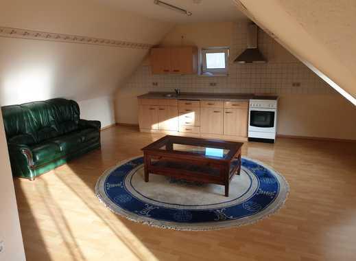 Günstige, modernisierte 3-Zimmer-Dachgeschosswohnung mit Balkon und EBK in Gilserberg