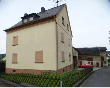 Ehemaliges Bauernhaus mit Wirtschaftsgebäuden in Rüscheid