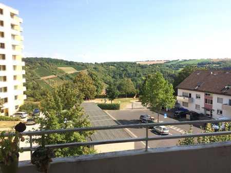 ERSTBEZUG nach Renovierung - 3-Zimmer-Wohnung in ruhiger Lage mit Blick ins Grüne in Gerbrunn