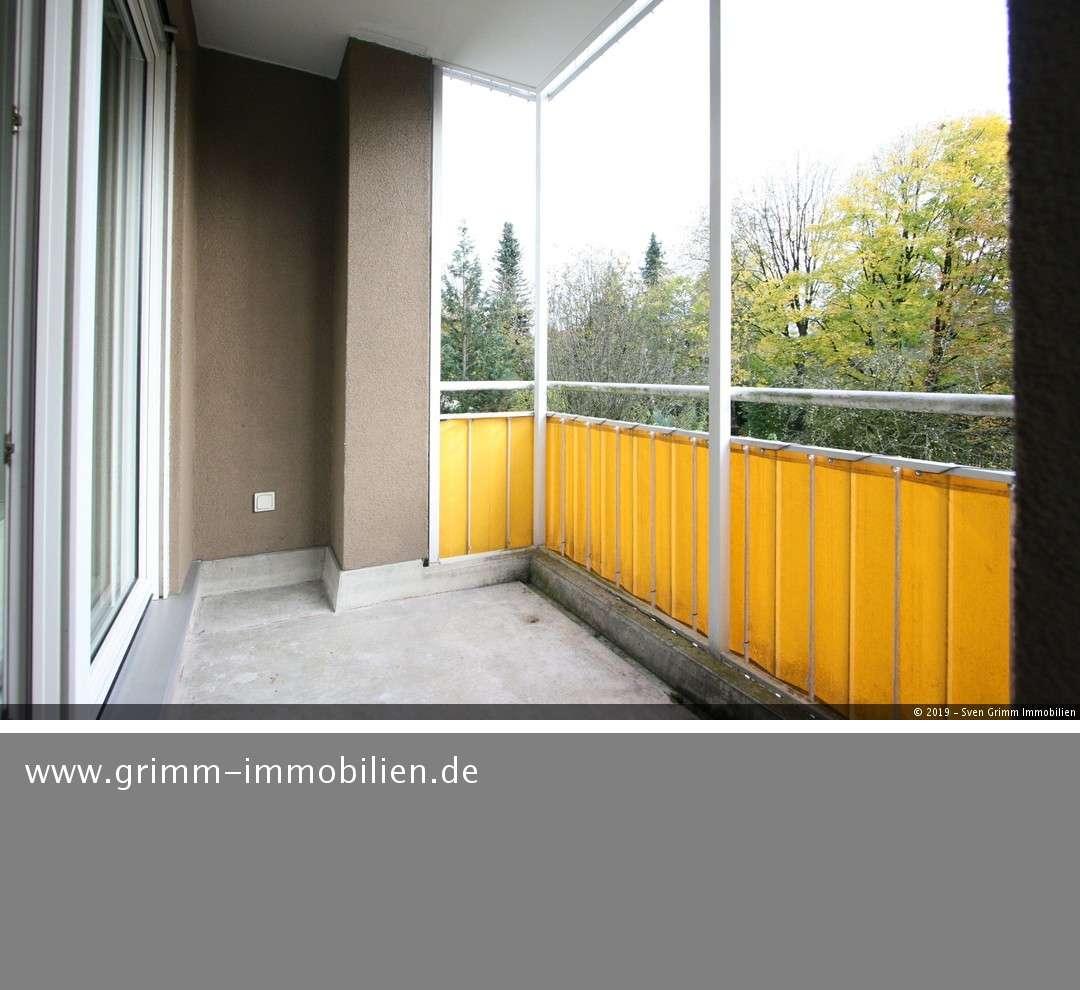 ***HELLE 2 ZIMMER-WOHNUNG (38QM) MIT GROßER LOGGIA UND BLICK INS GRÜNE IN ALTPERLACH*** in Perlach (München)
