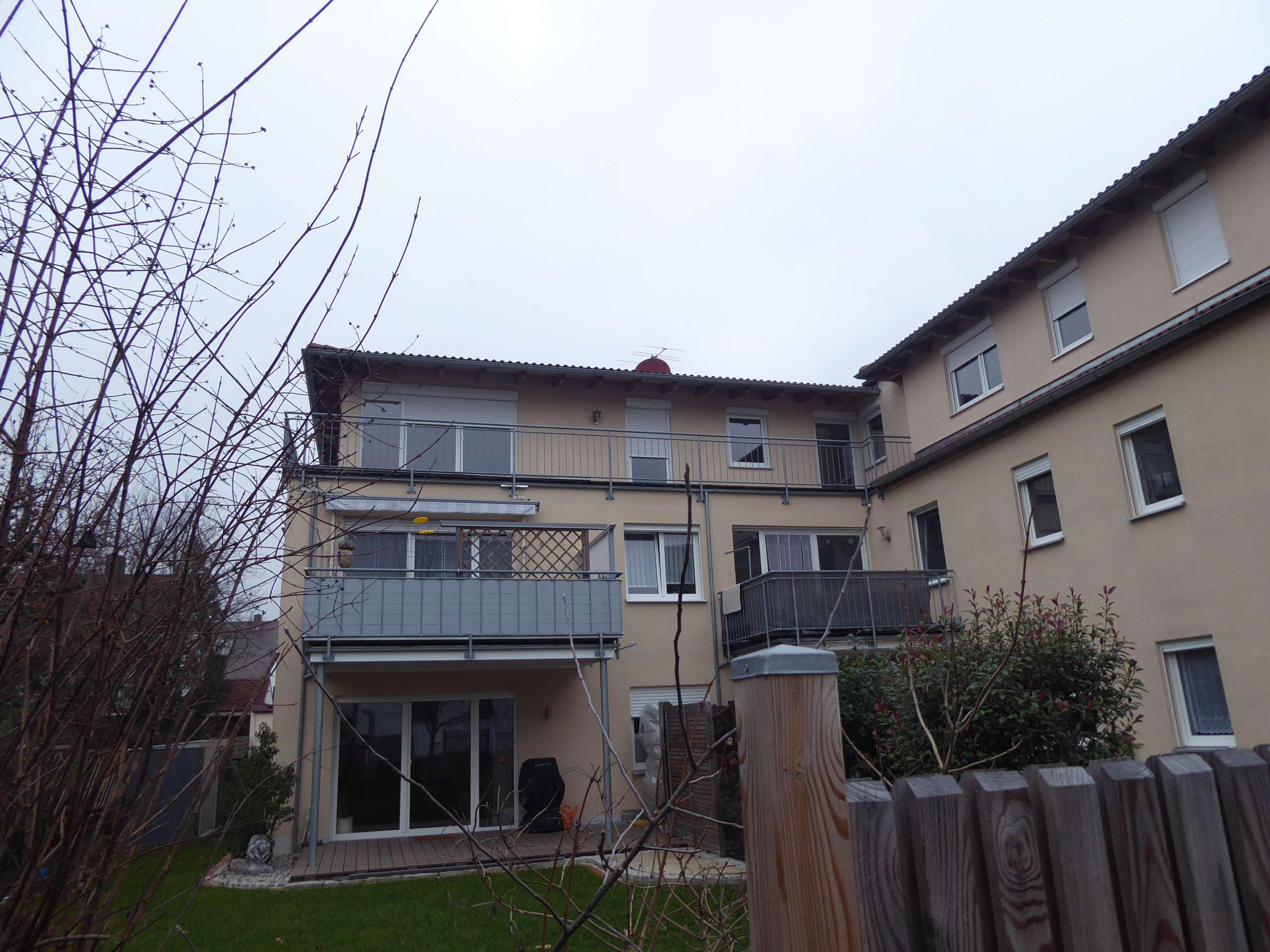 Gepflegte 3-Zimmer-Penthouse-Wohnung mit Balkon in Neuburg an der Donau in