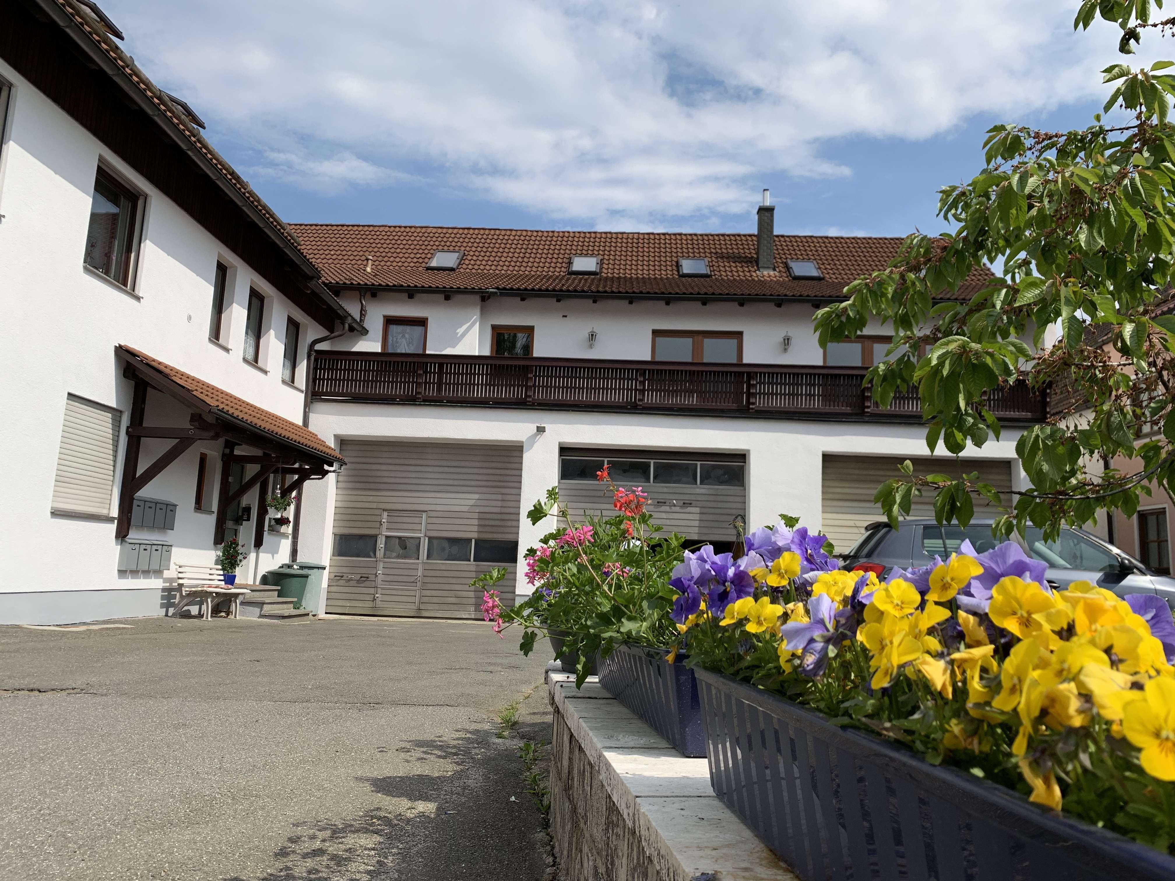 Schöne, gemütliche 5-Zimmer Wohnung auf 2 Etagen zu mieten + große Garage / Werkstatt in Schönsee