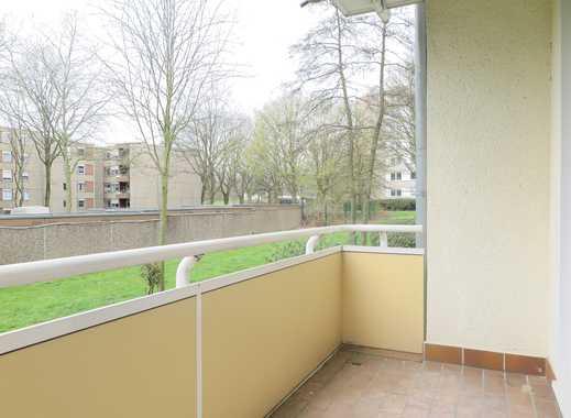Erstbezug nach Renovierung! 4,5 Zimmer mit Balkon, Badewanne und Blick ins Grüne!