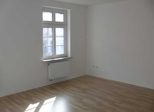 Vollsanierte zwei Zimmer Altbau-Wohnung mit Wintergarten und neuer Einbauküche