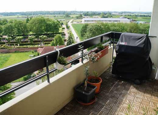 Feldrandlage - Barrierefreie, renovierte 2,5-Zimmer-Wohnung (Balkon, Einbauküche und ohne Makler)