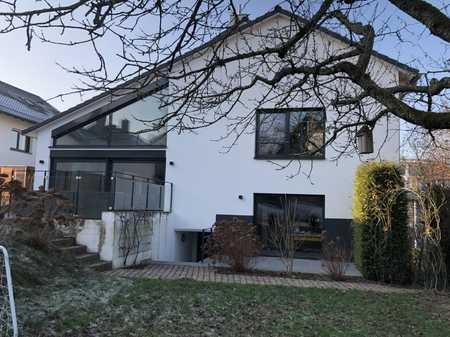 Stilvolle, sanierte 2-Zimmer-Erdgeschosswohnung mit Terrasse und Einbauküche in Aschaffenburg in Schweinheim (Aschaffenburg)