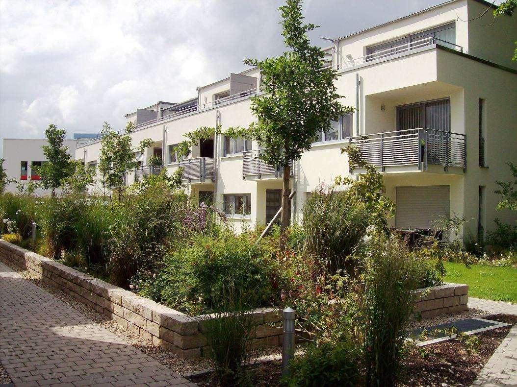 2-Zimmer-Wohnung mit Balkon und TG sowie neuer Einbauküche in guter Lage