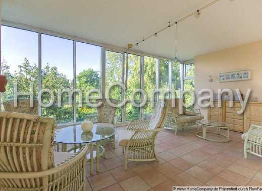 Stilvolle ca 140 m² große, wunderschöne Altbauwohnung mit Balkon in ruhiger Seitenstraße geeignet...