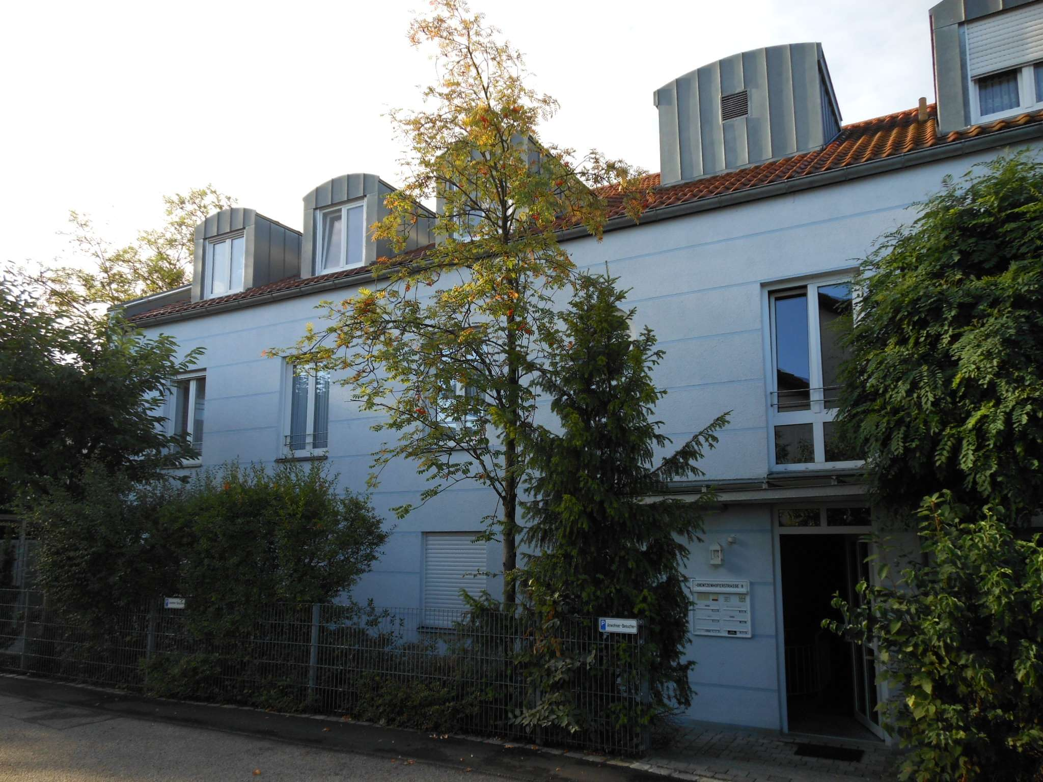 IN Top Lage - Ruhige komfortable DG Wohnung in modernem 6 Fa. Haus