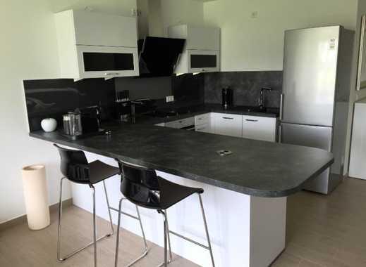 Moderne, neuwertige 2-Zimmer-Wohnung mit Balkon und Einbauküche
