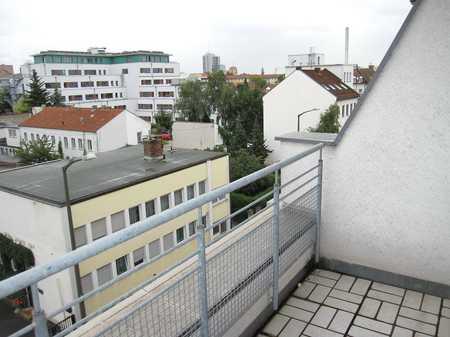 Schick möbliertes 1-Zimmer-Wohnung mit kleiner Dachterrasse in Erlangen - Zentrum (Erlangen)