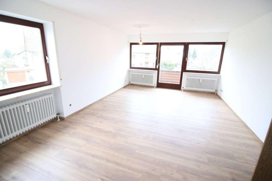 Erstbezug nach Sanierung! Sonnige 3 Zimmer Wohnung neue EBK, Balkon u. Garage | zentrumsnah
