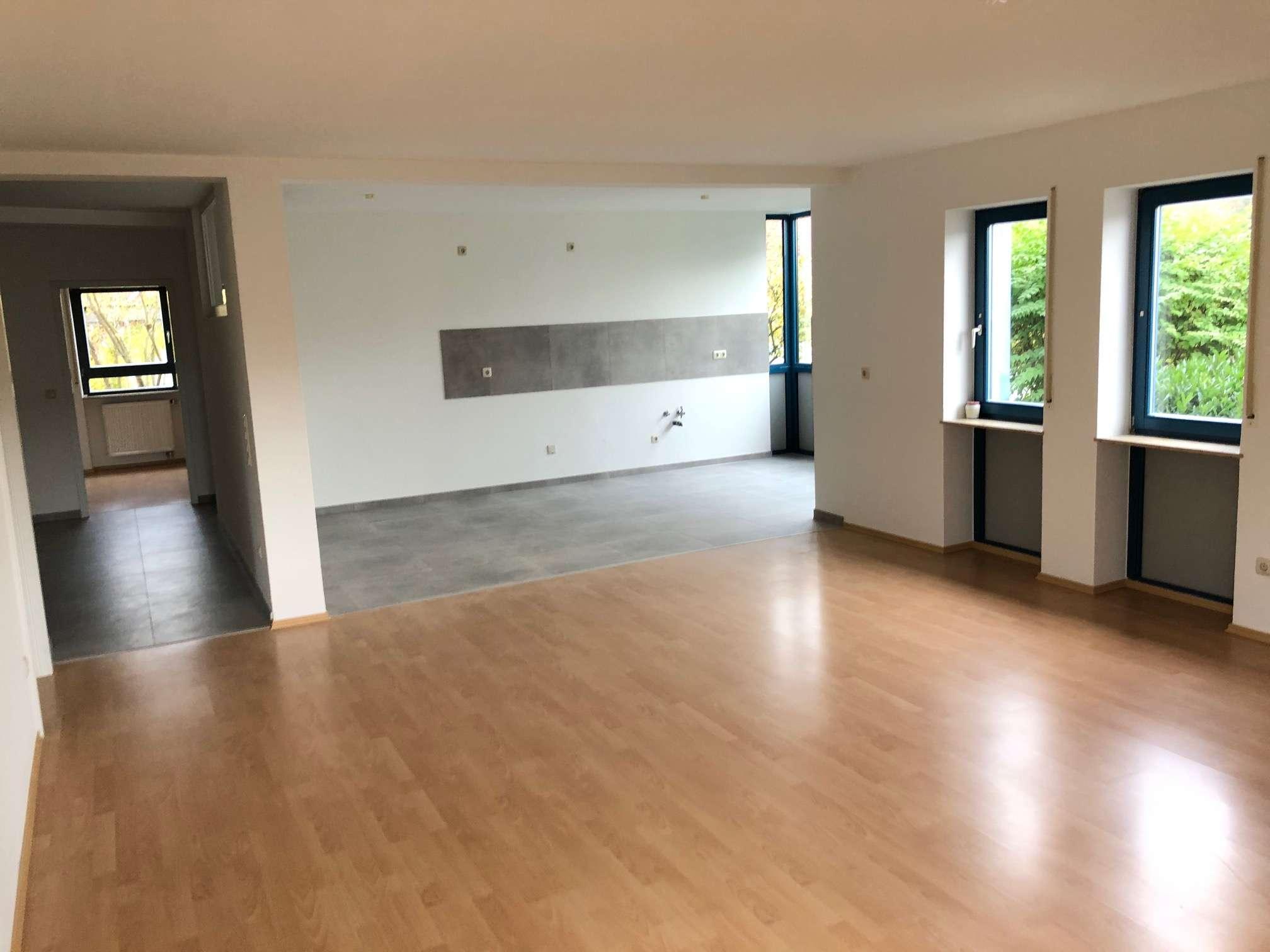 Erstbezug nach Renovierung - Garten, 3 Zimmer, Bad, Gäste-WC, Offene Küche & Wohnzimmer... in Elsenfeld