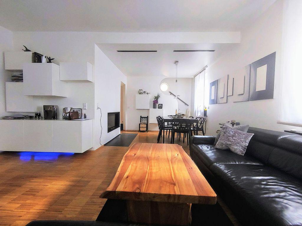 top modernisiertes einfamilienhaus f r die anspruchsvolle. Black Bedroom Furniture Sets. Home Design Ideas