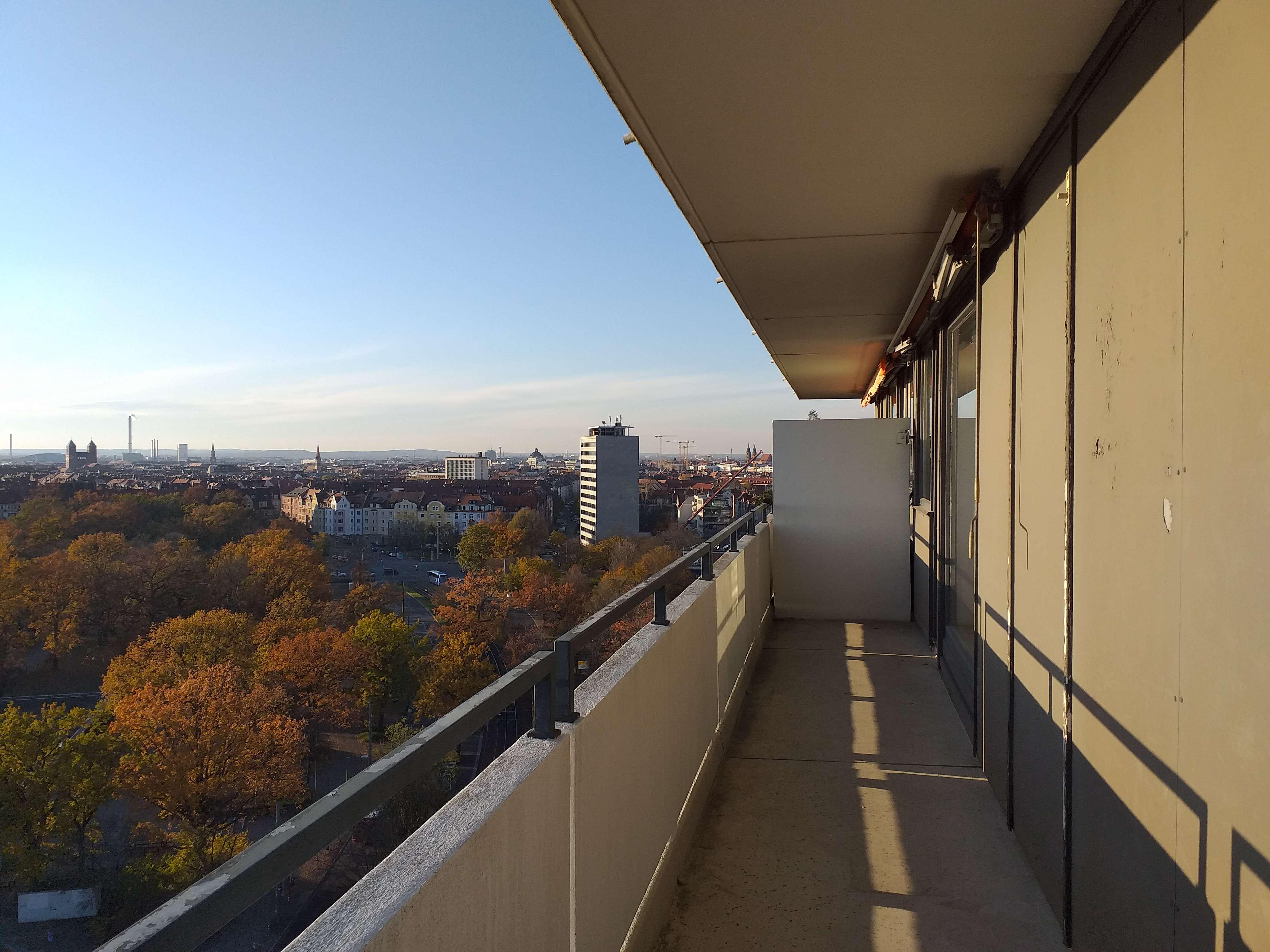 Herrliche 3-Zimmerwohnung mit neuen Panorama-Fenstern, Einbauküche, Fußbodenheizung, Eckbalkon in Ludwigsfeld