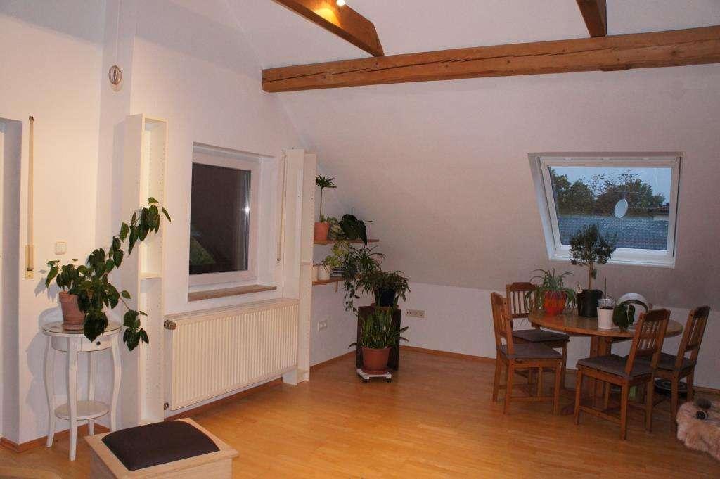 Attraktive 2-Zimmer-Single-DG-Wohnung mit Südbalkon und Einbauküche in Igelsdorf in