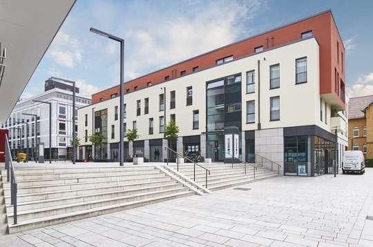 Quartier am Leinebogen: Moderne 4-Zimmer Wohnung mit Loggia
