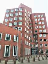 Hochwertiges Büro im roten Gehry