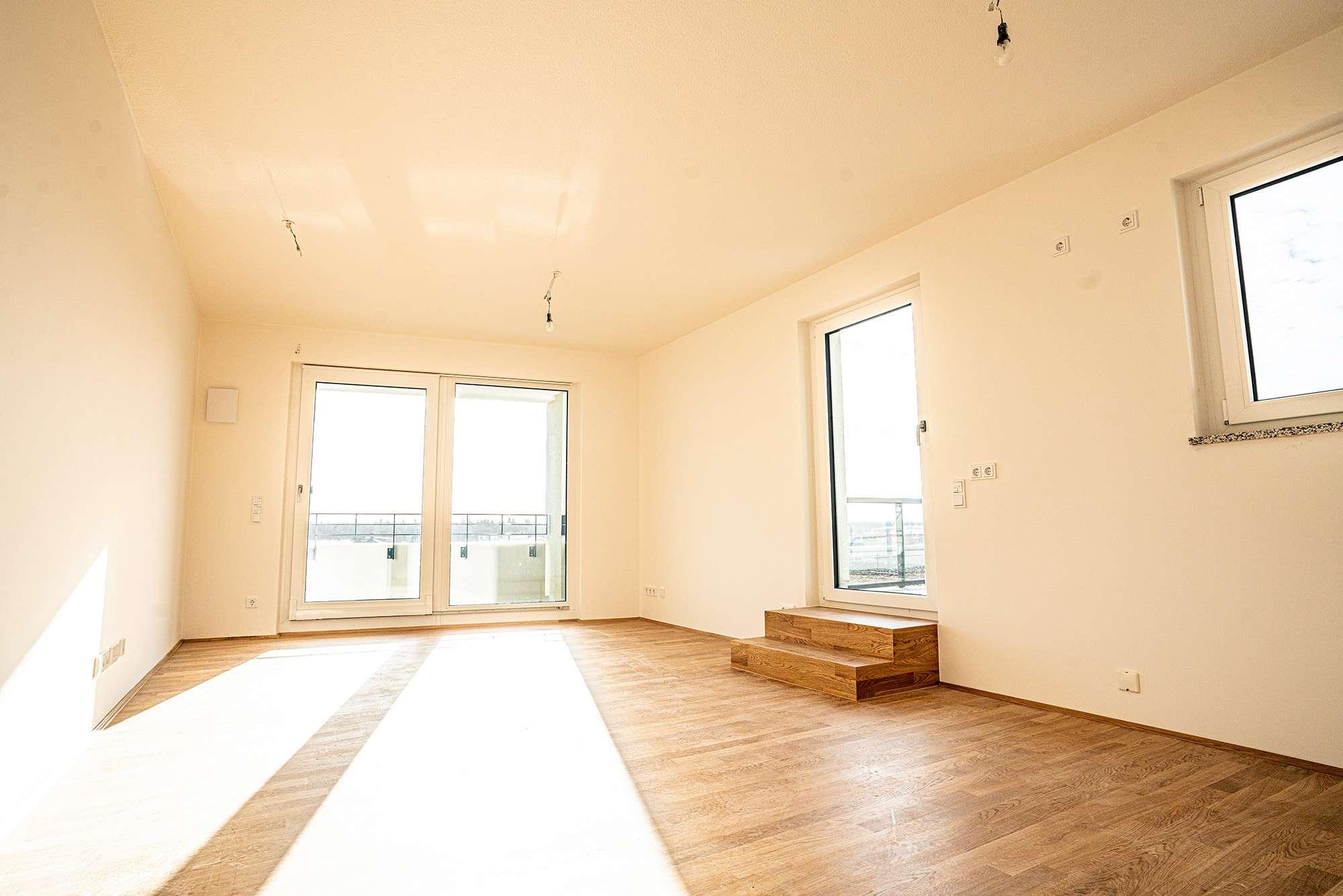 Erstbezug: schöne, helle 2-Zimmer-DG-Wohnung mit Dachterrasse & Loggia (Neuaubing, München) in Aubing (München)