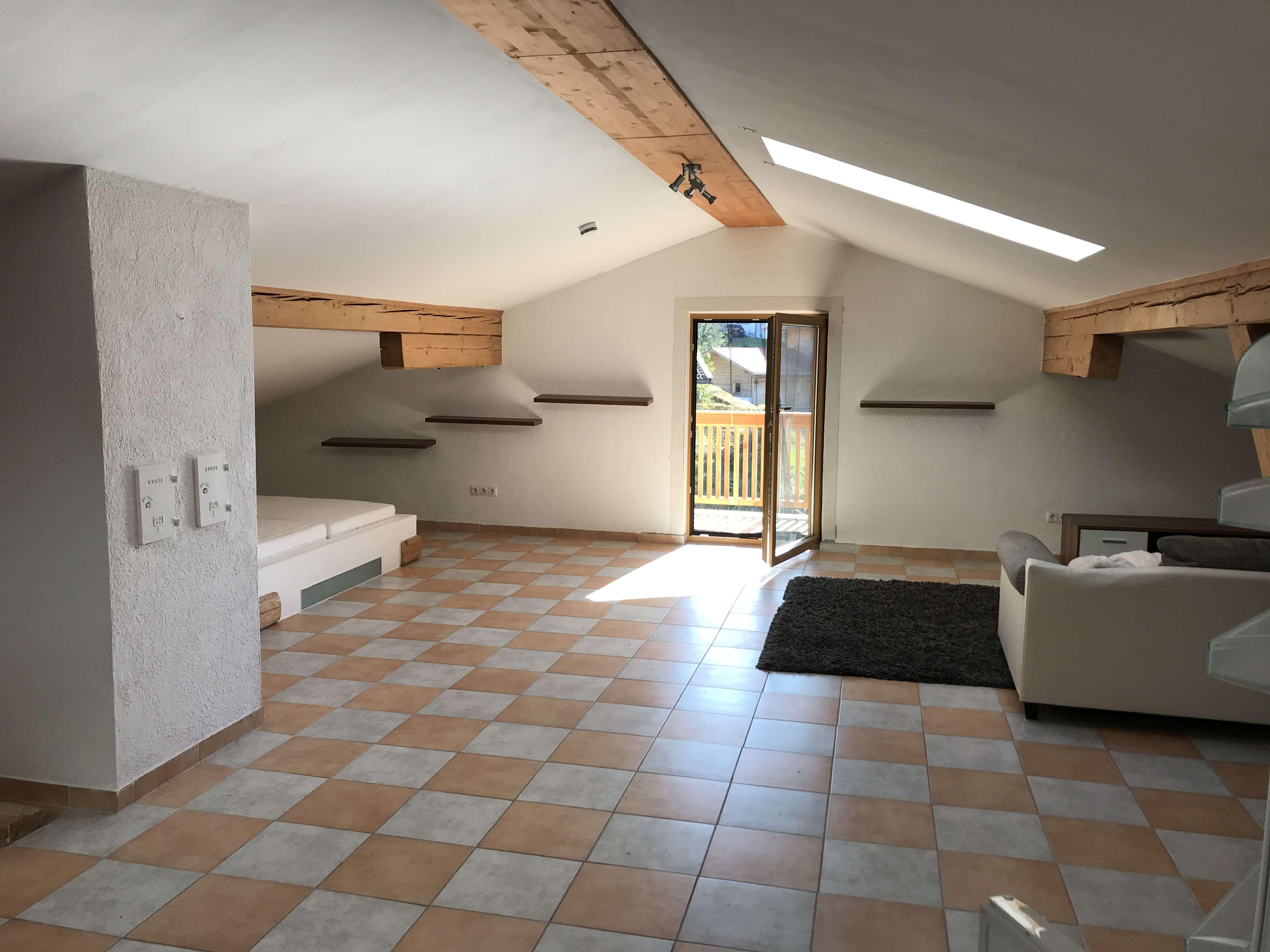 Grosszügiges Dachgeschoss-Appartement in Truchtlaching in Seeon-Seebruck (Traunstein)