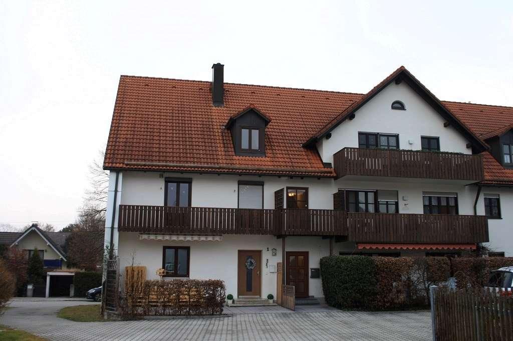 Renovierte, gemütliche Dachgeschosswohnung in ruhiger Lage in Ismaning in Ismaning