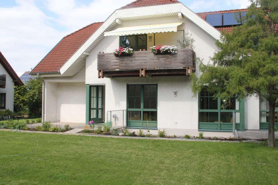 Großzügige Wohnung, 3-4 Zi. mit großem Garten in attraktiver Berglage in Berg (Bamberg)