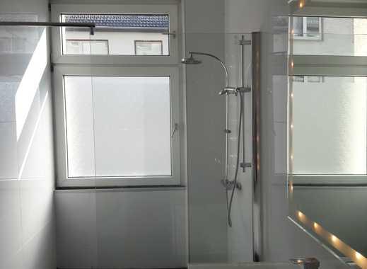 Sanierte vier Zimmer - Altbau - WExklusive, neuwertige 3-Zimmer-Wohnung mit Einbauküche in Frankfurt